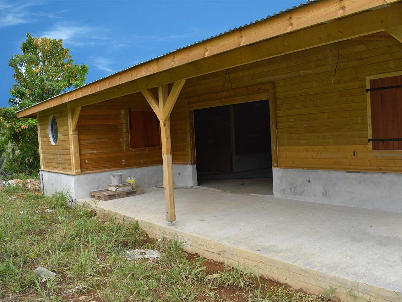 maisonnettes bungalow maison en kit par maison bois eco. Black Bedroom Furniture Sets. Home Design Ideas